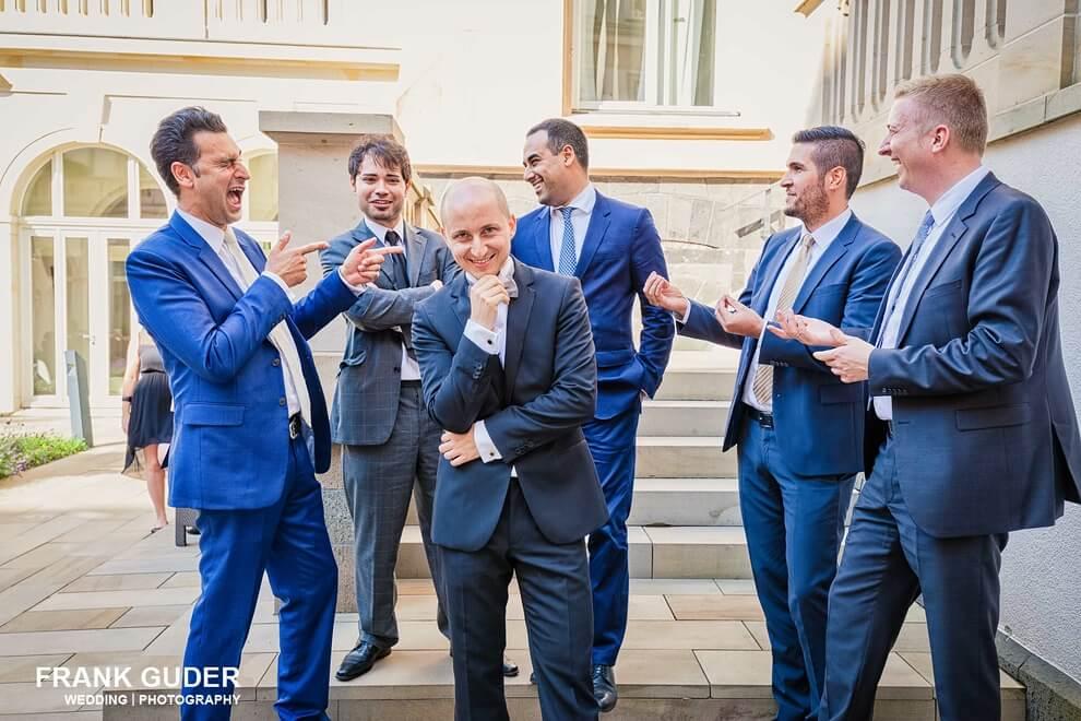 Bräutigam und seine Jungs