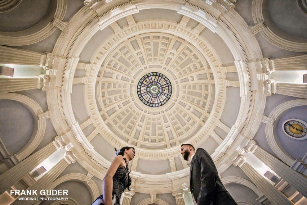 Brutpaar unter einer Kuppel in Bad Homburg
