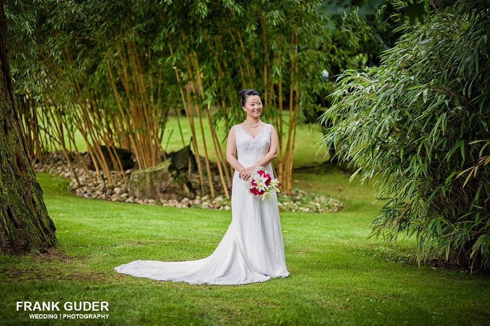 Braut im Grünen auf Burg Schwarzenstein