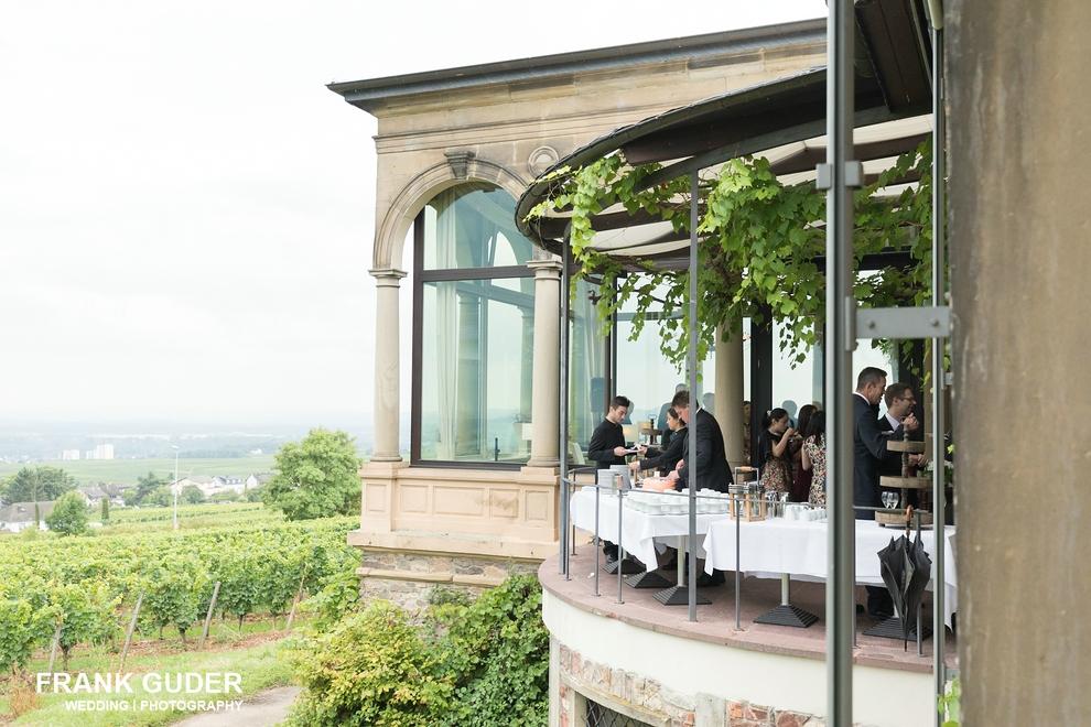 Hochzeitsfotograf Burg Schwarzenstein-Tortenanschnitt