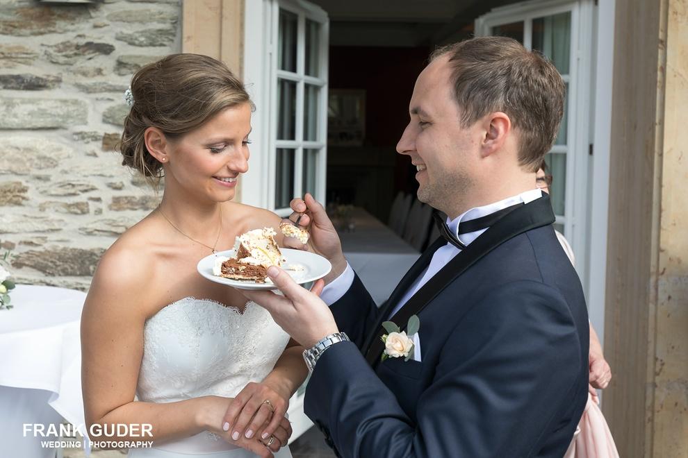 Hochzeitsfotograf Hofgut Georgenthal-Tortenanschnitt